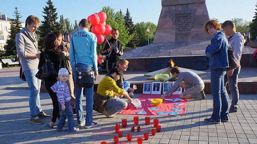 В Тольятти ЛГБТ-активисты возложили к Вечному огню презервативы. И не